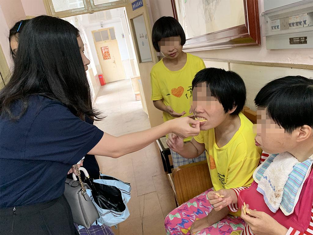 看望上海悦苗残疾人休养园小朋友